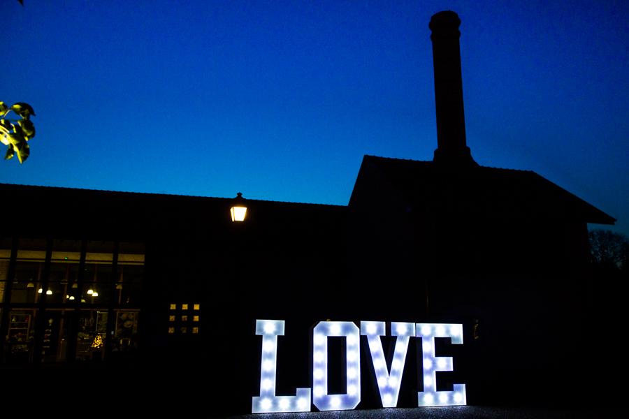LOVE géant en location